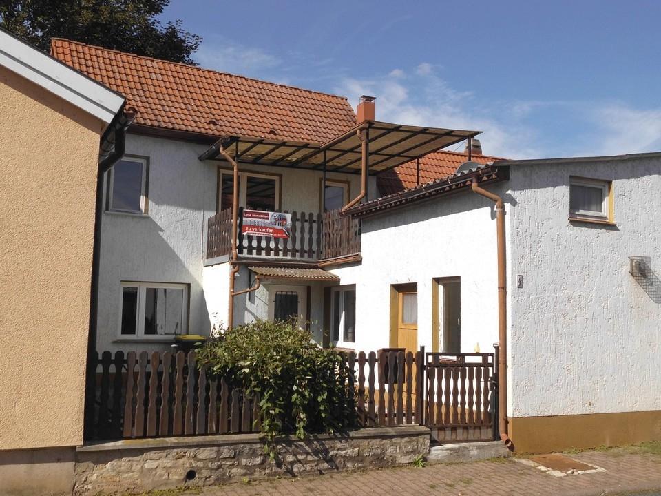 Wohnhaus Straßenansicht