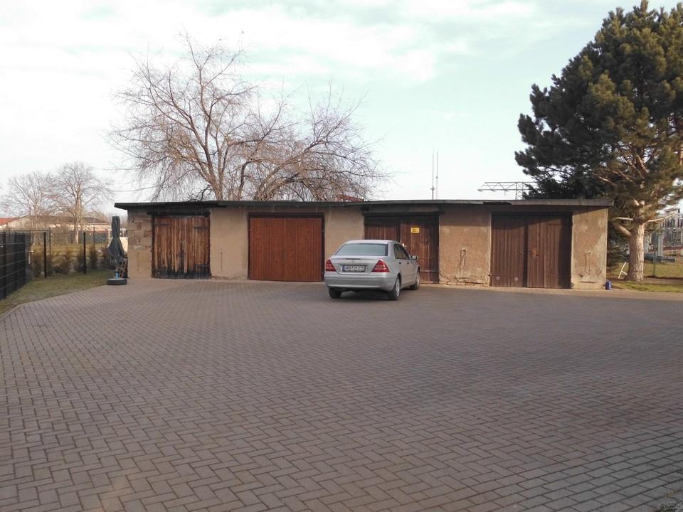 Hof + Garagen